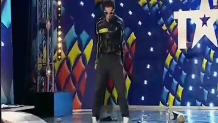 dansatorul are o erecție cum se mărește penisul cu mâinile