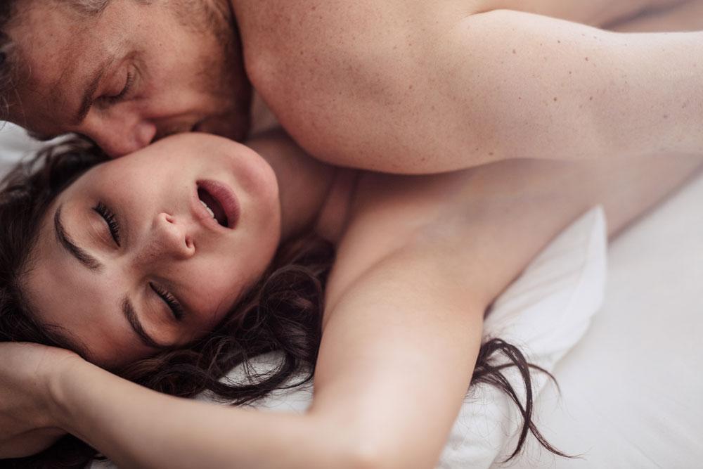 în timpul actului sexual  erecția dispare din motive